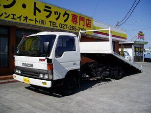 truk penderek MAZDA Titan