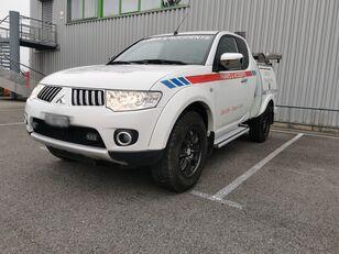 truk penderek MITSUBISHI L200