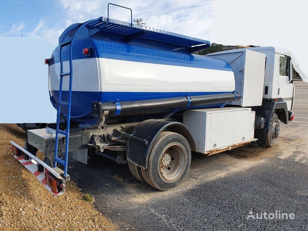 truk pengangkut bahan bakar NISSAN M11.150